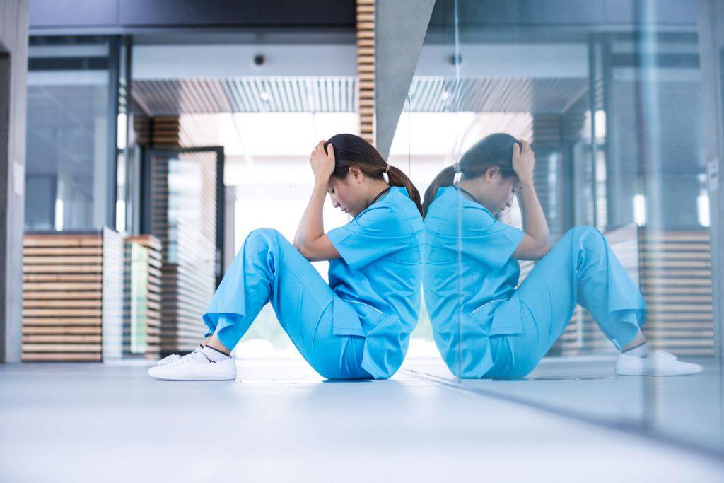 Enfermera agobiada